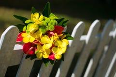 Ramo nupcial de amarillo en la cerca fotos de archivo libres de regalías