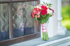 Ramo nupcial de diversas flores Fotos de archivo