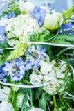 Ramo nupcial de flores en la capilla del coche Fotos de archivo libres de regalías
