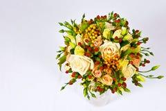 Ramo nupcial de rosas Fotos de archivo