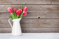 Ramo rojo de los tulipanes Fotos de archivo