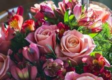 Ramo romántico del día del ` s de la tarjeta del día de San Valentín Fotos de archivo
