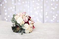 Ramo rosado de la boda con las flores del algodón foto de archivo libre de regalías