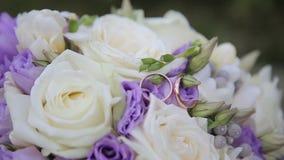 Ramo y anillos de la boda almacen de video