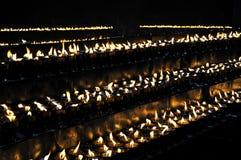 在Ramoche寺庙的灼烧的蜡烛 库存图片