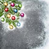 Ramos de árvore coloridos do Natal da decoração das bolas Imagem de Stock