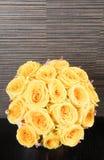 Ramos de rosas amarillas Fotos de archivo libres de regalías