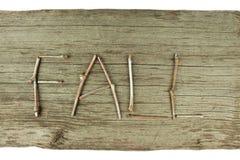 Ramoscelli di caduta sul bordo di legno rustico Fotografia Stock
