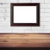 Ramowy obrazek na białym ściana z cegieł i drewna stołowym tle Obrazy Stock