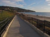 Ramp a condução para baixo à praia, Torrance Beach, Los Angeles, Califórnia Foto de Stock Royalty Free