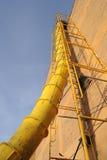 Rampa amarela do desperdício da construção Imagens de Stock Royalty Free
