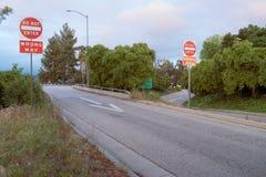 Rampa da saída de autoestrada com sinais de aviso Imagem de Stock Royalty Free