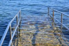 Rampa de acceso perjudicada de la playa Fotografía de archivo