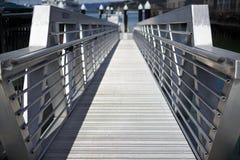 Rampa de aluminio del muelle del embarque Imagenes de archivo