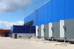Rampa del magazzino logistico Magazzino ad un magazzino Centro moderno di logistica immagini stock
