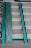 Rampa del metallo della costruzione per l'entrata ed i punti della sedia a rotelle Fotografie Stock Libere da Diritti
