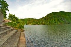Rampa della barca al lago Immagini Stock