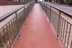 Rampa di accesso pubblica della passeggiata fotografia stock