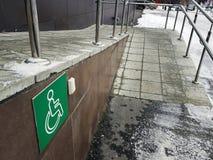 Rampa disabile - pulsante di chiamata di aiuto immagine stock libera da diritti
