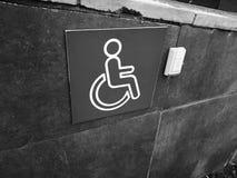 Rampa disabile - pulsante di chiamata di aiuto immagine stock
