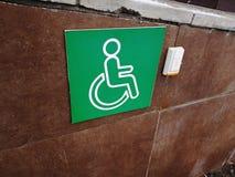 Rampa discapacitada - botón de la llamada de la ayuda foto de archivo libre de regalías