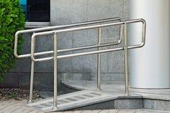 Rampa para la entrada de la silla de ruedas Fotografía de archivo libre de regalías
