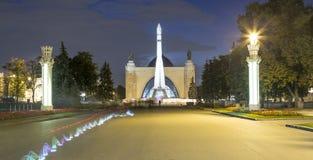 Rampa spaziale sovietica Vostock dello spazio nella mostra di VDNKh a Mosca, Russia Fotografia Stock