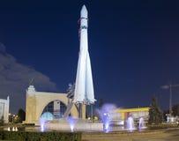 Rampa spaziale sovietica Vostock dello spazio nella mostra di VDNKh a Mosca, Russia Immagine Stock