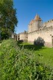 Rampart e torre antigos do bate-papo de Carcassonne fotografia de stock royalty free