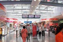 Rampe d'achats d'aéroport Photographie stock libre de droits