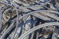 Rampe di scambio dell'autostrada senza pedaggio di Los Angeles 110 e 105 aeree Fotografie Stock Libere da Diritti
