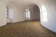 Rampe en spirale de la tour ronde à Copenhague Image libre de droits