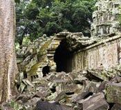 Rampe endommagée à Ta NEI, Siem Reap, Cambodge Photos libres de droits