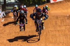赛跑Ramping男孩国民的BMX 图库摄影