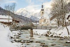 Ramsau kyrka på vintern Royaltyfri Bild
