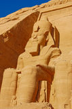 Ramses II standbeeld in Abu Simbel, Egypte Stock Afbeeldingen