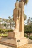 ramses som ii plattforer statyn Arkivfoto