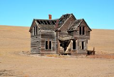Ramshackle house on barren hillside Royalty Free Stock Photos
