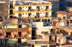 Ramshakle oude gebroken gebouwen in India royalty-vrije stock afbeelding