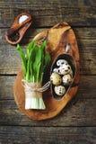 Ramson wild knoflook op een houten achtergrond royalty-vrije stock fotografie