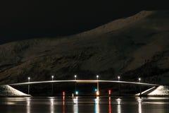 Ramsund bro på natten med reflexioner royaltyfria bilder