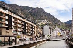 Ran Valira flod på mitten av staden.  Andorra la Vella Royaltyfri Foto
