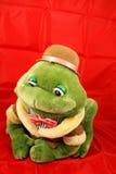 Rana rellena del juguete en fondo rojo Foto de archivo libre de regalías