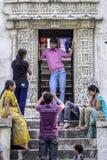 Ranakpur,印度, 2010年9月11日:参观印地安的人民和 免版税库存照片
