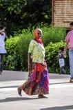 Ranakpur, India, Wrzesień 11, 2010: Stara indyjska kobieta w traditi obraz royalty free