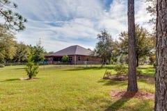 Ranch-Art-Ausgangs-Äußer-moderne Architektur-Real Estate-Ansicht-im amerikanischen Stil Traumhaus stockfotografie