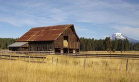 Ranch Barn Countryside Mount Adams Mountain Farmland Landscape Royalty Free Stock Photography
