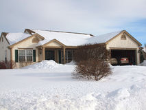 Ranch-Haus im Winter. Lizenzfreies Stockfoto