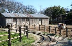 Ranch par les pistes photos libres de droits