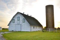 Ranchladugård och silo Arkivbild